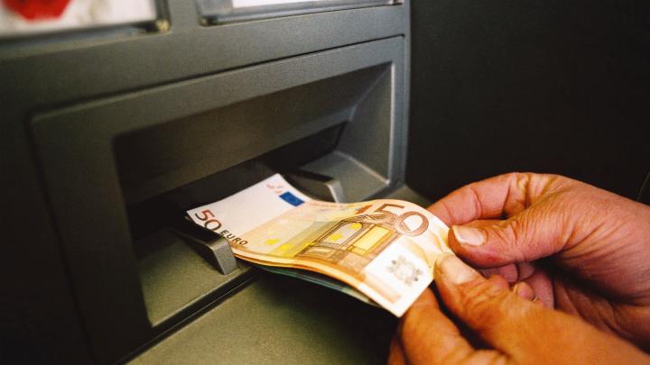 ¿Cuánto dinero se puede sacar del banco sin justificar?